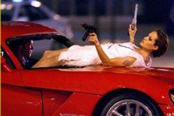 Анджелина Джоли научит ребенка убивать