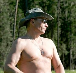 Путин – плохой рыбак, но неплохо смотрится с удочкой