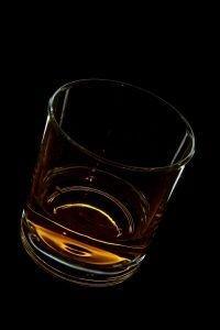 Пассажиров, злоупотребляющих спиртным в самолете, занесут в черный список