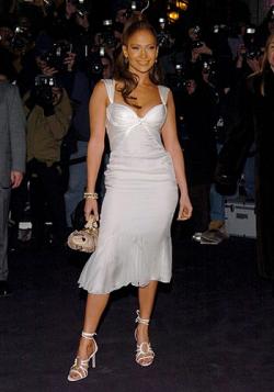 Как знаменитости скрывают недостатки фигуры под одеждой (фото)