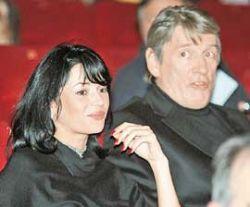 Жена Александра Абдулова заказала молебен о здравии супруга