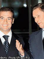 Преемника еще не выбрали: Медведев и Иванов в равной степени симпатичны избирателям