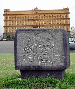 Железный Ельцин займет место Дзержинского. Памятник первому президенту России собираются воздвигнуть на Лубянке
