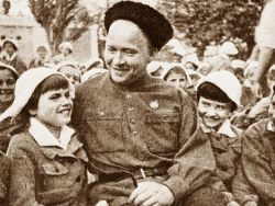 Аркадий Гайдар жестоко убивал женщин и детей?