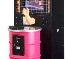 В Японии отозваны игровые автоматы по армрестлингу, ломающие людям руки