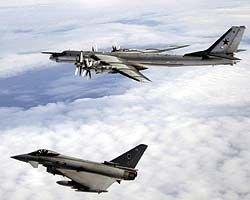 Британские ВВС обнародовали фотоотчет о встрече в воздухе их истребителей и российского бомбардировщика