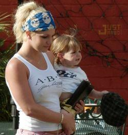 Бритни Спирс хочет забрать детей и перебраться в Британию