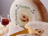 Американцы везут из Италии сыр, русские - одежду