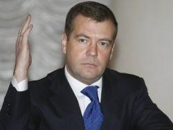 """Медведев призвал """"ЕР"""" чаще рапортовать о достижениях партии"""