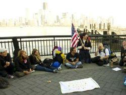Полиция начала сносить лагерь протестующих в Нью-Йорке
