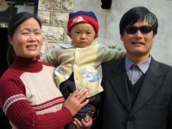 Власти КНР не пускают друзей к слепому адвокату