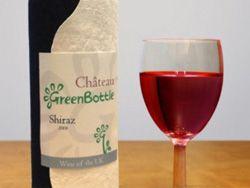 Впервые в продаже появилось вино в бутылках из бумаги