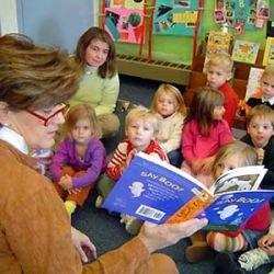 Женщины-преподаватели лучше учат мальчиков читать