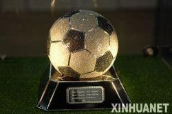 Футбольный мяч с 7500 бриллиантами за 388 тысяч долларов