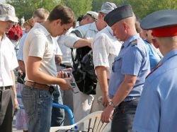 У посетителей МАКСа изъяли 23 пистолета и 1418 ножей