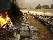 Пламя угрожает древней Олимпии