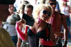 Отчет с Love Parade – фестиваля, прошедшего в Эссене (фото)