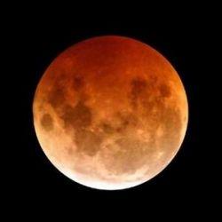 Мир ждет полное лунное затмение