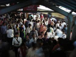 Как выглядит индийское метро в час пик? (видео)