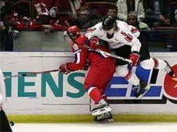 Российские хоккеисты проиграли канадцам первый матч суперсерии