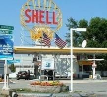 Цена бензина в США упала до рекордно низкого уровня