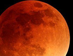 Самое длинное лунное затмение за последние семь лет (фото)