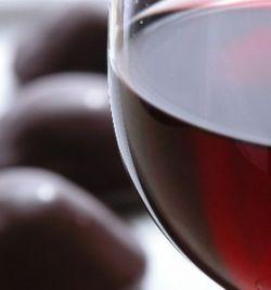 Шоколад полезнее красного вина