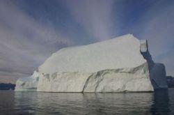 Арктический айсберг высотой с двадцатиэтажный дом (фото)