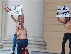Активисток FEMEN в Беларуси избили, остригли и выбросили в лесу