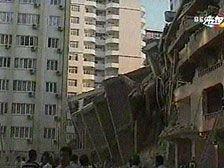 Из-под руин здания в Баку извлечен еще один погибший