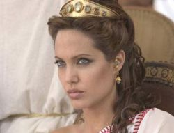 Анджелина Джоли подсела на таблетки