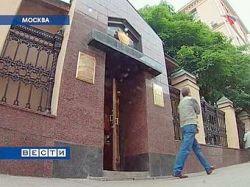 В приемной Генпрокуратуры РФ пожилой мужчина воткнул себе нож в горло