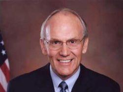 Обвиненный в разврате американский сенатор уйдет в отставку
