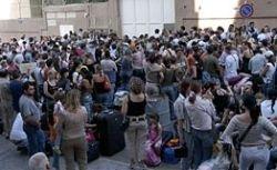 Российские туристы после суточного ожидания вылетели из Барселоны в Москву