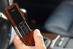 Деревянные телефоны вошли в моду?