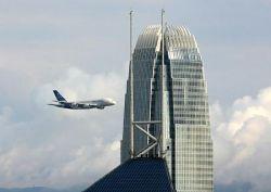 Аэробус едва не протаранил небоскреб (видео)