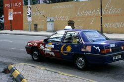 Малазийских таксистов заставляют носить носки
