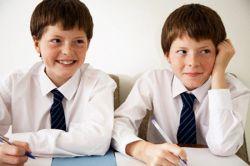 Британских школьников будут учить счастью, благополучию и хорошим манерам