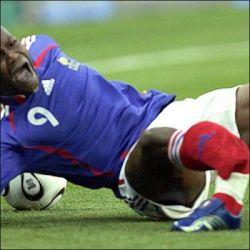 Самые кошмарные футбольные травмы (фото)