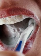 Ученые: тщательная чистка зубов спасает жизнь
