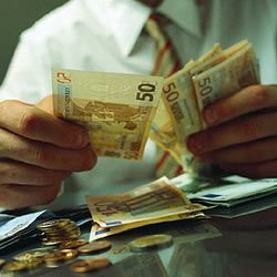 ЦБ повысил курс доллара и курс евро