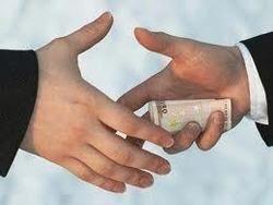 Налогового инспектора задержали за взятку в два миллиона