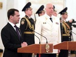 Медведев вручил знамя СК РФ Александру Бастрыкину