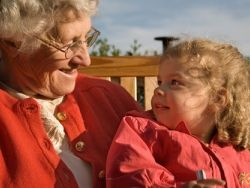 """Социальная защита населения: игра в """"дочки-бабушки"""""""