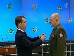 Медведев вручил госнаграды ряду офицеров ГРУ
