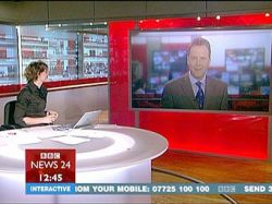 Ведущих BBC ругают за джинсы и мини-юбки
