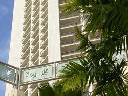 На Гавайях открылась Академия серфинга Дейна Кеаолы