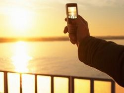 Разработан OLED-дисплей с солнечными элементами