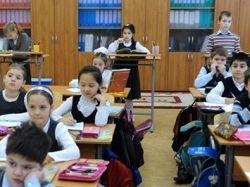 Медведев осудил создание в школах классов по нацпризнаку