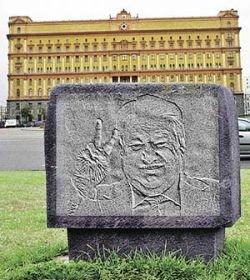 Ельцину поставят памятник в виде плюшевого зайца?
